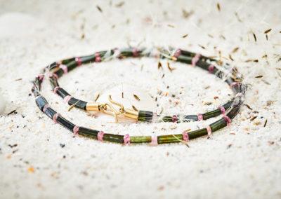Kette mit grünen und rosa Turmalinen und Hackenverschluß 750/000 Gelbgold