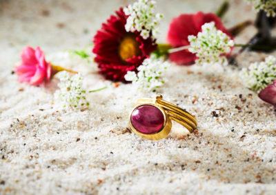 Ring in 750/000 Gelbgold mit Rubin