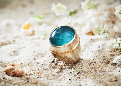 Ring in Silber mit Aquamarin und 750/000 Gelbgolddraht