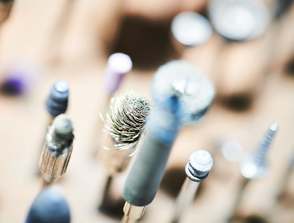 Werkzeuge der Schmuckbearbeitung beim Trauring-Kurs